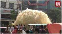 भ्रष्टाचार की कहानी बयां कर रहा है सड़क पर बर्बाद हो रहा पानी....