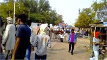 दारोगा की कार के नीचे आई बुजुर्ग महिला, मौके पर हुई मौत