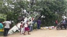 चांडिल नीमडीह से जमशेदपुर जा रही वैन पलटी, 40 मजदूर घायल