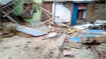 अतिक्रमण हटाने पहुंचे प्रशासन और ग्रामीणों में झड़प, 2 पुलिसकर्मी और एक महिला घायल