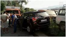 कार और टिप्पर की जबरदस्त टक्कर, हादसे में 7 लोग घायल