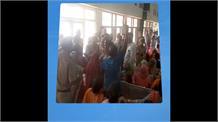 मुख्यमंत्री खट्टर के कार्यक्रम में महिला से बदसलूकी, देखिए वीडियो