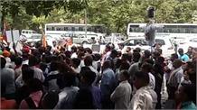 पानी की समस्या को लेकर बीजेपी का हंगामा, केजरीवाल के इस्तीफे की मांग