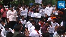 डीयू प्रशासन और रॉकी तुषीद के खिलाफ ABVP का विरोध प्रदर्शन