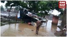 पानी के प्रचंड प्रलय में फंसे लोगों के लिए राहत लेकर आए PWD मंत्री