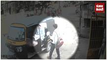 स्कूली छात्र ने मोबाइल पर किया हाथ साफ, CCTV में कैद