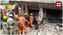 ग्रेटर नोएडा हादसा: मलबे से निकाले गए 14 शव, रेस्क्यू अॉपरेशन जारी
