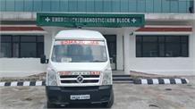 अस्पताल प्रशासन की पोल खोलती तस्वीर, ये एंबुलेंस है या माल ढुलाई वाहन?