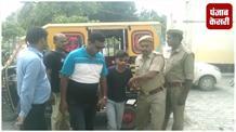 कई मामलों में फरार आरोपी चढ़े पुलिस के हत्थे
