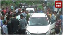 ग्रामीणों के हत्थे चढ़े स्मैक तस्कर, किया पुलिस के हवाले