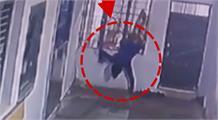 सोती पुलिस, सलाखें तोड़कर भागता चोर, सीसीटीवी में कैद पूरी घटना