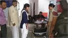 टीचर की पिटाई से सहमी बच्ची, पुलिस से लगाई गुहार
