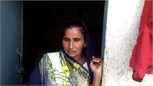 अबला तेरी यह ही कहानी, पति के पैसों के लिए पत्नि काट रही दफ्तरों के चक्कर