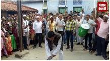 देखिए कैसे मोहर्रम के जुलूस में शिक्षा मंत्री कृष्णनंदन वर्मा ने जमकर भांजी तलवार और लाठी...