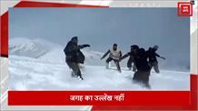 चार फीट बर्फ में Indian Army की Kabaddi हो रही वायरल