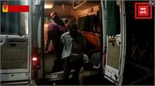 नीलगाय से टकराने से पलटी पुलिसकर्मियों की गाड़ी, 5 घायल
