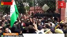 #CAB के खिलाफ AMU में विरोध तेज़, छात्र बोले- तानाशाही कर रही है सरकार