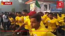 MOTIHARI: सड़क सुरक्षा मैराथन दौड़ का आयोजन, डीएम समेत कई हुए मैराथन दौड़ में शामिल