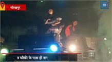 पुलिस चौकी के पास ही बीच सड़क पर दिखा बार बालाओं का डांस, यातायात बाधित