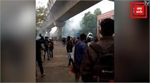 CAB के विरोध में जामिया के छात्रों की पत्थरबाजी, Police ने दागे आंसू गैस के गोले