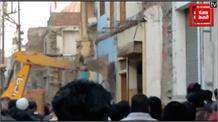 अतिक्रमण हटाने गई टीम पर व्यापारियों ने जमकर किया पथराव
