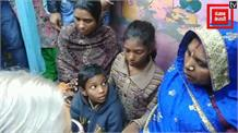 मृतक सफाईकर्मी के परिवार की मदद करने पहुंची शीला दीक्षित