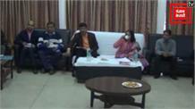 गोड्डा पहुंची संयुक्त सचिव निधि खरे, बुनकरों और बैंक अधिकारियों के साथ की बैठक