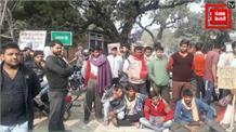स्कूल वैन हादसा: इलाज के दौरान 2 बच्चों की मौत, गुस्साए लोगों ने किया प्रदर्शन