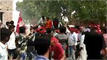 CPI प्रत्याशी के रोड शो में ग्रामीणों ने दिखाए काले झंडे, उग्र समर्थकों ने की जमकर पिटाई