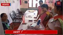 लोकसभा चुनाव का तीसरा चरण आज, सुबह से ही कतार में लगे मतदाता