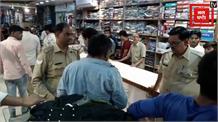 पुलिस की दबंगई: कपड़े की दुकान में व्यक्ति को पीटा,  देखिए वीडियो