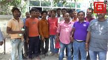 पैसे नहीं मिलने से चुनाव कार्य में लगे गाड़ी चालकों ने किया हंगामा