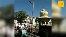 कार्तिक की क्लीन शेव लुक तो वही इरफान के लिए उदयपुर में लोगों का धमाल