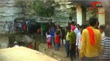 MP के इस मंदिर में इंसानों के उठने से पहले कोई अनजानी शक्ति करती है जलाभिषेक !