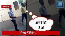 योगी सरकार के नाक के नीचे चल रहा रिश्वत का खेल, देखिए LIVE VIDEO
