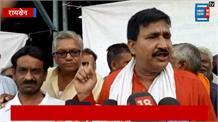 सरकार की उपलब्धियां बताने आये थे मंत्री जी, किसानों ने कर्जमाफी को लेकर किया जमकर हंगामा