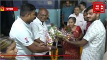प्रधानमंत्री नरेंद्र मोदी की पत्नी जशोदाबेन की सादगी देख आप भी रह जाएंगे हैरान...