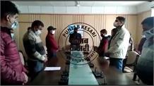 मंडी में डीसी ने दिलाई प्रशासन को संविधान की शपथ