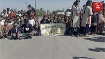 सावरकर की फोटो लगे रजिस्टर बांटने पर विवाद बढ़ा, कांग्रेस सरकार के खिलाफ छात्रों का चक्का जाम!
