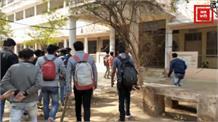 ग्वालियर के एमएलबी कॉलेज में स्टूडेंट्स ने जड़ा ताला, किया हंगामा