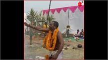 #JAYSHRIKRISHNA: खौलते दूध-दहकते कुंड में पुजारी ने दी अग्नि-परीक्षा, गोवर्धन पूजा की ये Video देख कर रह जाएंगे हैरान