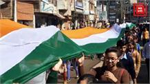 गणतंत्र दिवस से पहले ABVP की तिरंगा यात्रा, भारत माता बनकर छात्रा ने किया संचालन