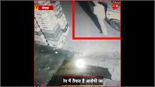 #NOIDA: नोएडा पुलिस के एक जवान ने चुराई दो पैकेट दूध, CCTV में कैद हुई जवान की करतूत