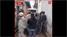 # BAGPAT: बारिश से मकान की छत गिरने से एक की मौत और तीन हुए जख्मी, SDM ने की 4 लाख रुपए की मदद