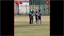 #RANCHI: बाइक पर सवार हो JSCA स्टेडियम पहुंचे Dhoni, युवा क्रिकेटरों के साथ माही ने जमकर की प्रैक्टिस
