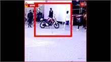Etawah: दबंगों ने की कर्मचारी के साथ मारपीट, CCTV में कैद हुई फायरिंग