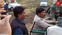 वन विभाग की टीम ने किया तेंदुए का रेस्क्यू, गांव वालों ने ली राहत की सांस