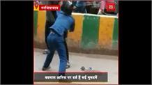 #Ghaziabad: बदमाश ने बीच बाजार में युवक को मारा चाकू, वीडियो बनाते रहे लोग