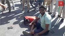 दिल्ली पंजाब से आने वाले लोगों को UP बॉर्डर पर रोका, हजारों की संख्या में मौजूद है भीड़