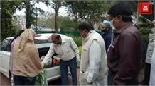 पूर्व जनसंपर्क मंत्री पीसी शर्मा ने गरीबों को वितरण किए भोजन के पैकेट